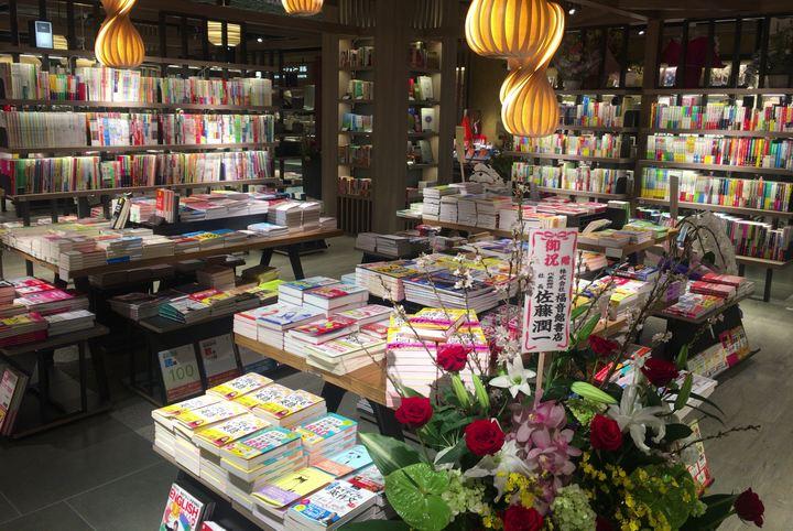 SUINA室町 大垣書店