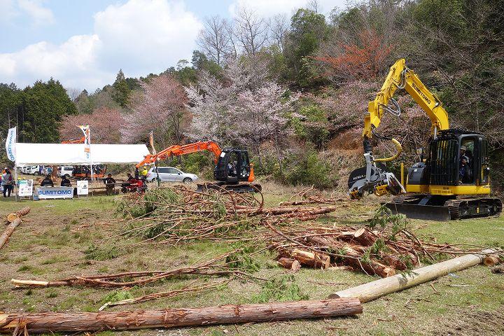 木こり技能大会 ハーベスタ展示